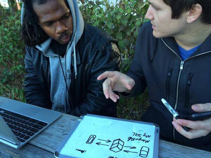 Morador de rua cria app sustentável depois de ganhar aulas particulares de programação 2
