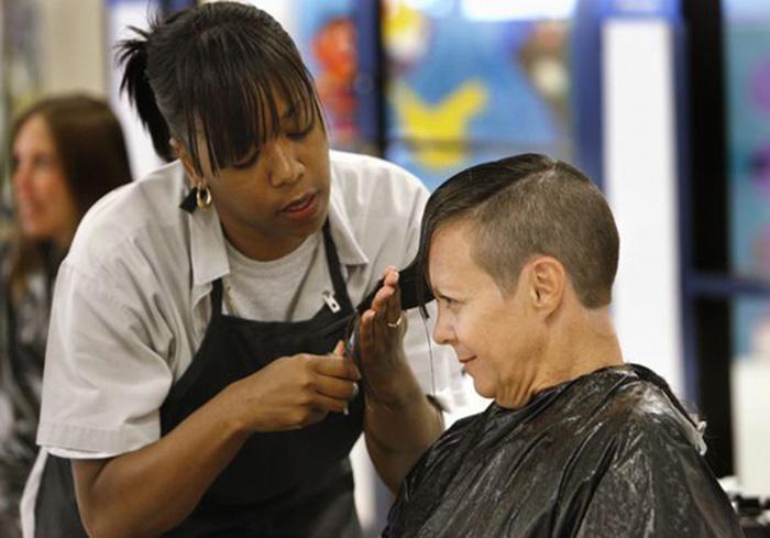 Presidiárias de cadeia nos EUA doam cabelo para vítimas de câncer 1