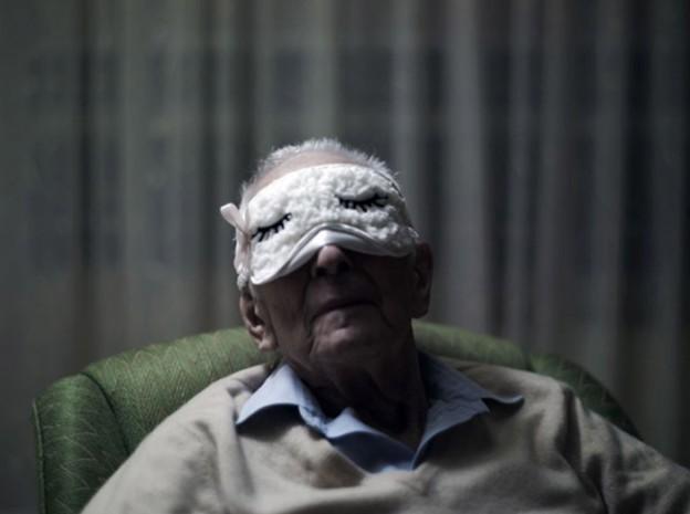 Fotógrafo registra os últimos anos do pai e o declínio de sua memória 1