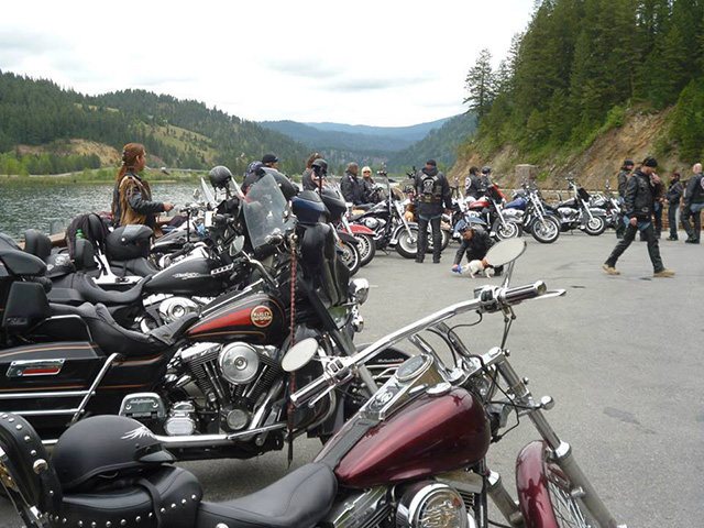 motociclistas ajudam crianças que sofreram abuso