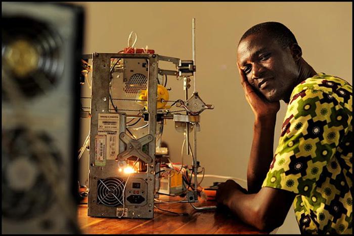 Africano cria impressora 3D com lixo eletrônico 2