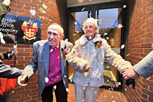 """Homem de 97 anos se casa com mulher de 90 e diz: """"Nunca é tarde para amar"""" 4"""