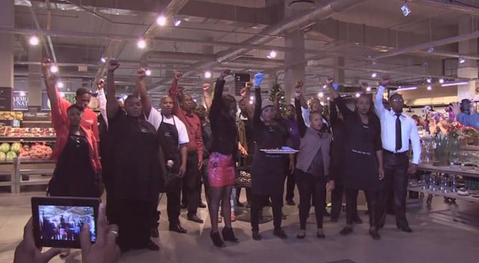 'Funcionários' de supermercado na África do Sul fazem emocionante homenagem a Mandela 3