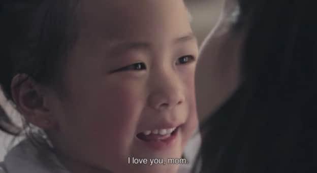 Um vídeo emocionante que mostra o que uma mãe faz para proteger um filho 2