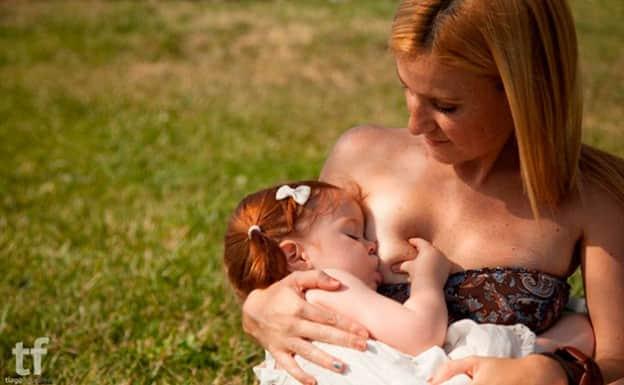 Lindas fotos mostram mães amamentando em lugares públicos 1