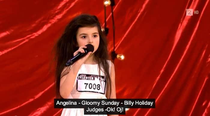 Criança talentosa de apenas 7 anos surpreende os jurados cantando um jazz poderoso de Billy Holiday 2