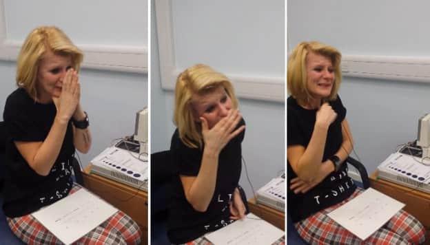 A emoção de uma mulher ao escutar sua voz pela primeira vez após 40 anos  1