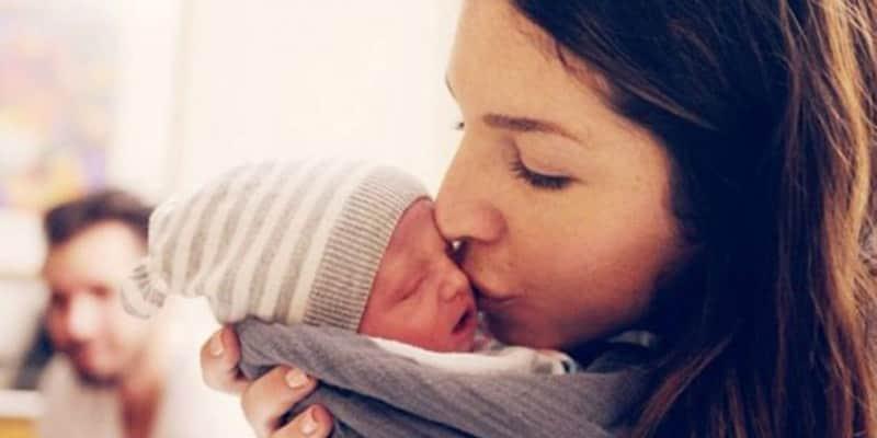 Casal faz vídeo emocionante do filho com distúrbio genético que teve apenas 10 dias de vida 1