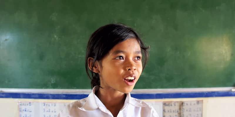 Crianças no Camboja tentam soletrar a maior palavra em inglês 6