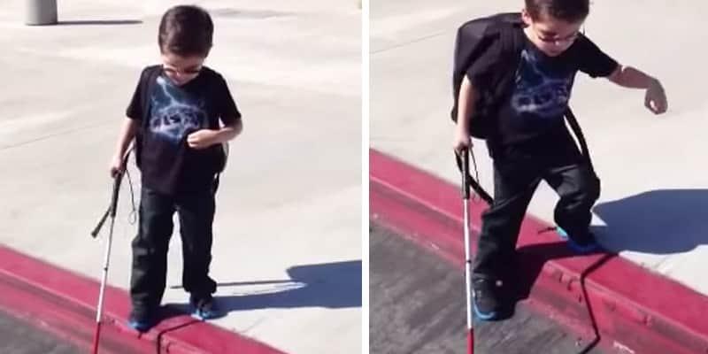 Uma criança cega de 4 anos aprendendo a usar sua bengala sozinho  2
