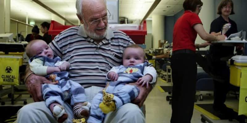 Este homem já salvou mais de 2 milhões de bebês graças ao seu sangue raro