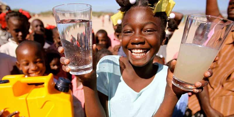Uma garrafa que transforma água imunda em totalmente potável 2