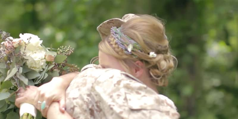 Militar chega de surpresa no casamento da irmã nos EUA 4