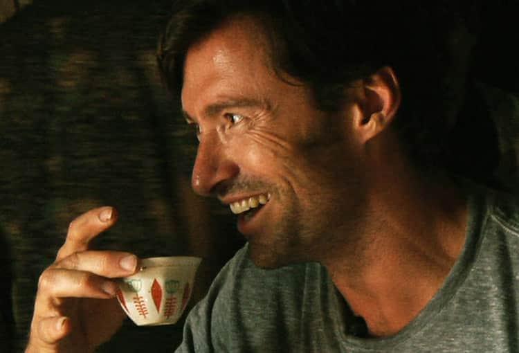 Hugh Jackman provando o café