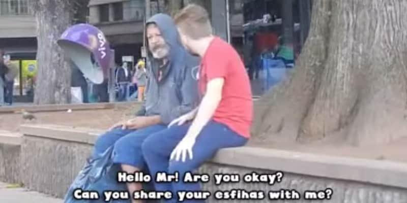 Morador de rua divide comida com um desconhecido e prova que quem menos tem é quem mais compartilha 3