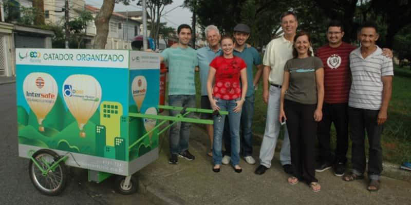 Grupo voluntário cria projeto de carrinho elétrico para catadores de lixo