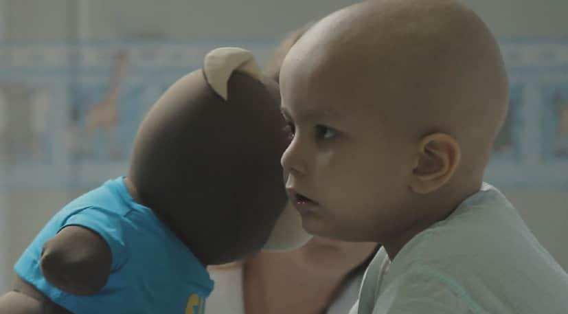 Hospital desenvolve ursinho que emite mensagens de parentes e amigos queridos às crianças em tratamento contra o câncer 3