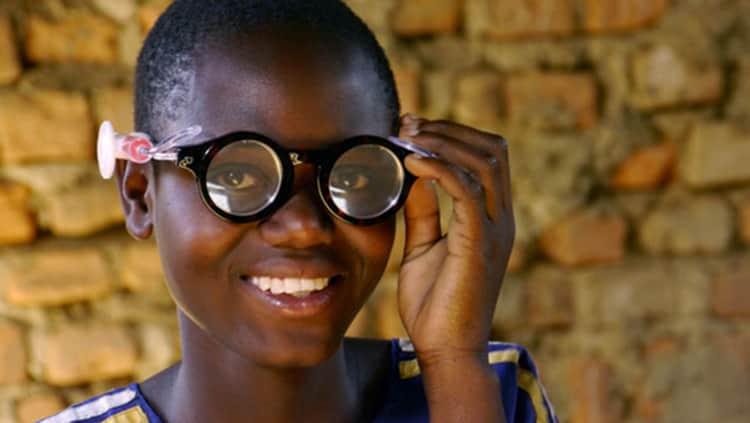 O primeiro óculos do mundo com grau autoajustável ajudará milhares de pessoas em países subdesenvolvidos 2