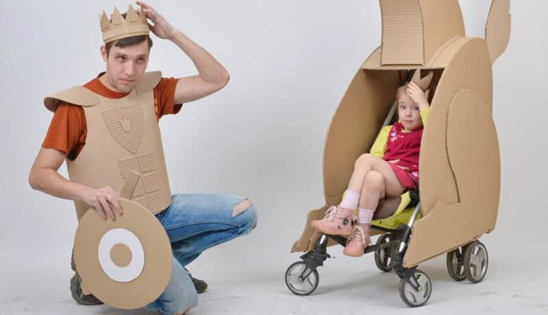 Pai diverte sua filha (e ajuda a natureza!) com brinquedos incríveis feitos de papelão 2