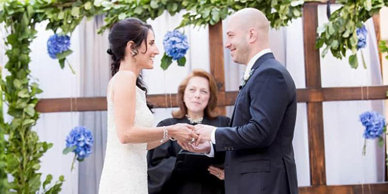 Sobrevivente de atentado em Bóston se casa com enfermeira que o salvou 1