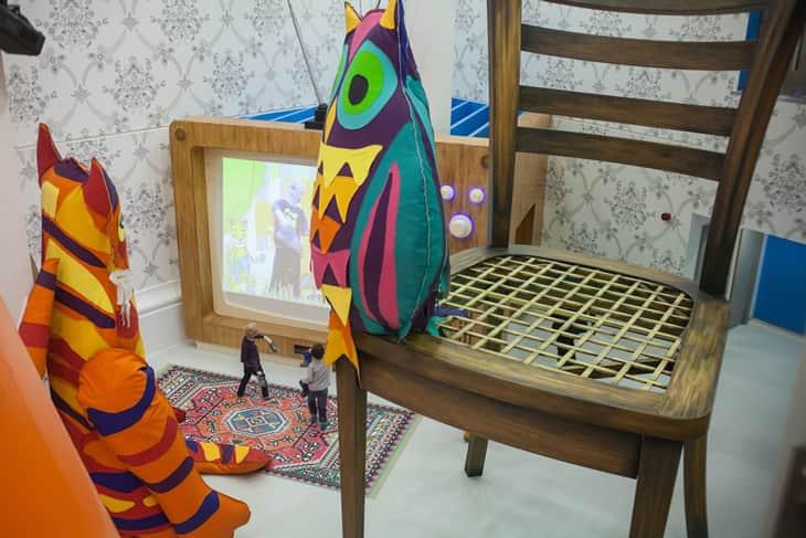 Mexendo com a imaginação e amenizando as dores das crianças em hospital na Inglaterra 2
