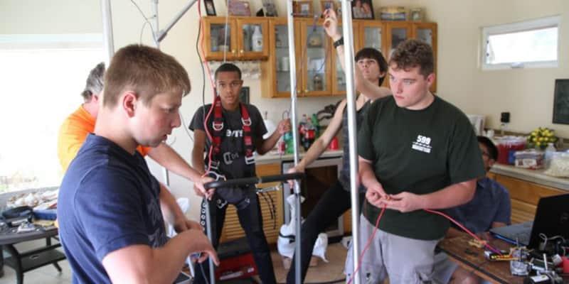 Estudantes constroem exoesqueleto para crianças com paralisia cerebral 1