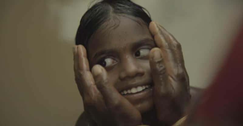 Irmãs indianas que nasceram cegas enxergam o mundo pela primeira vez 1