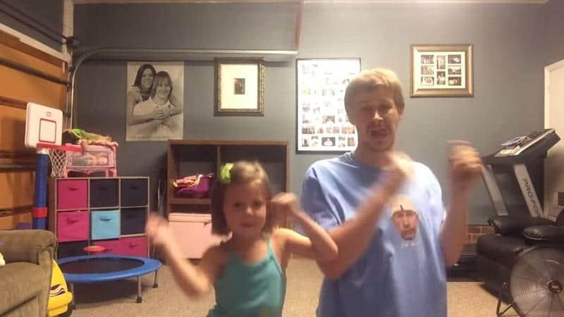 Uma menina e um pai atrapalhado viralizam na internet dançando coreagrafia de clipe 2