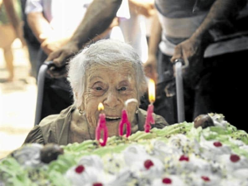 Presidiários cuidam de mulher de 102 anos que uma vez já cuidou deles