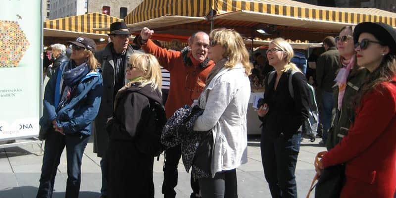 Sem-tetos são contratados como guias turísticos em Barcelona 1