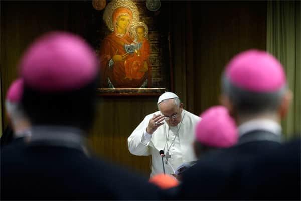 Igreja católica sugere maior aproximação com gays