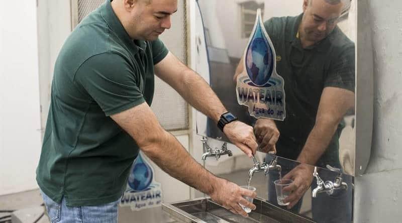 Homem inventa máquina que produz água potável a partir do ar 2
