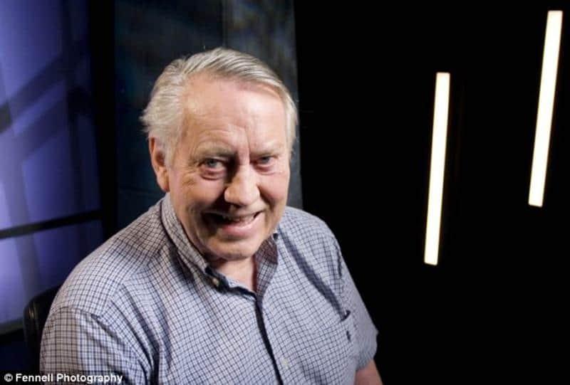 Ex-bilionário doa sua fortuna para educar crianças na Irlanda 1