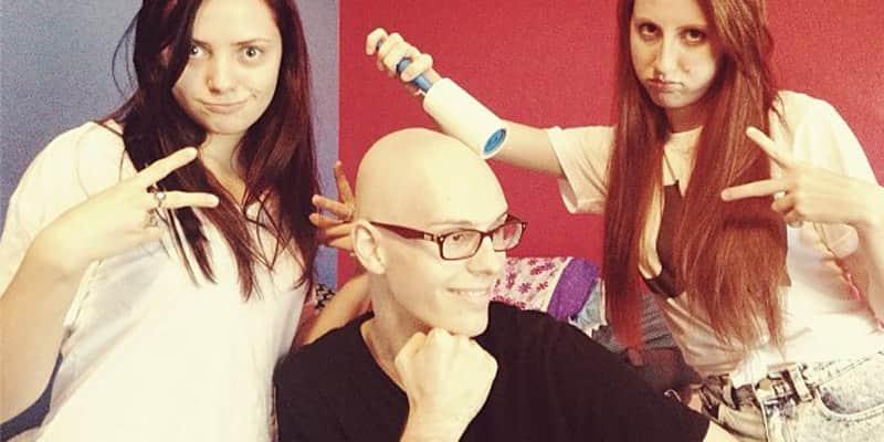Adolescente documenta sua batalha contra o câncer com coragem e senso de humor 2