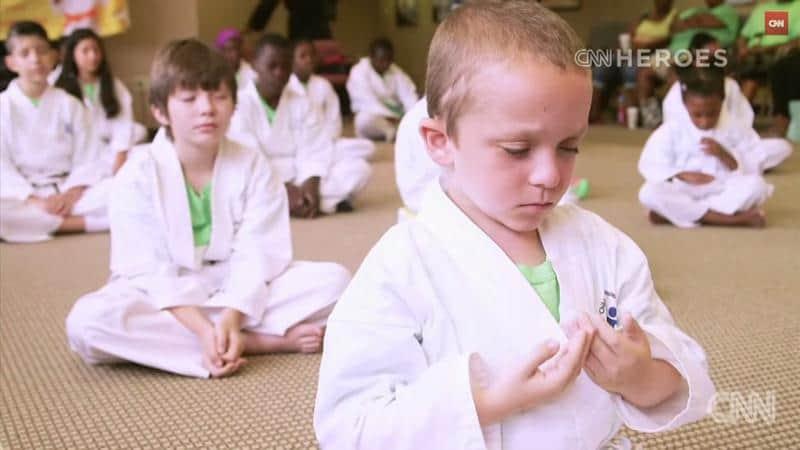 Com arte marcial, rabino ensina crianças a amenizar a dor durante tratamento do câncer 2