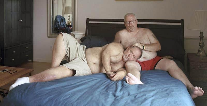 """[NSFW] Homem faz ensaio fotográfico com a comunidade gay de """"ursos"""", exibindo o orgulho de seus corpos 1"""