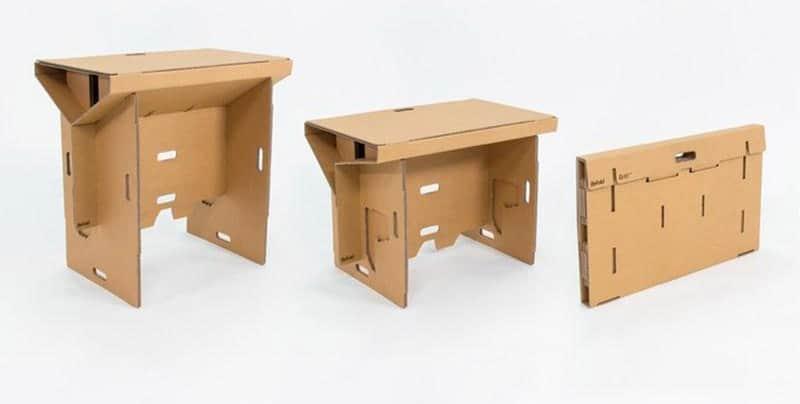 Uma mesa feita de papelão que se dobra e desmonta para você levar para qualquer lugar