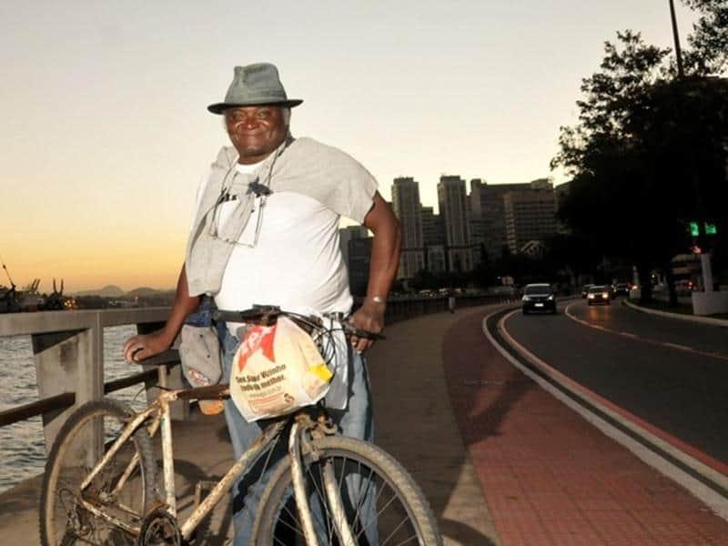 Pedreiro pedala 42 km de bicicleta para realizar seu sonho e concluir a faculdade de direito 3