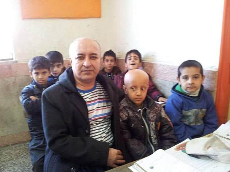 Professor do Irã raspa o cabelo em ato solidário para seu aluno e se torna herói nacional 1