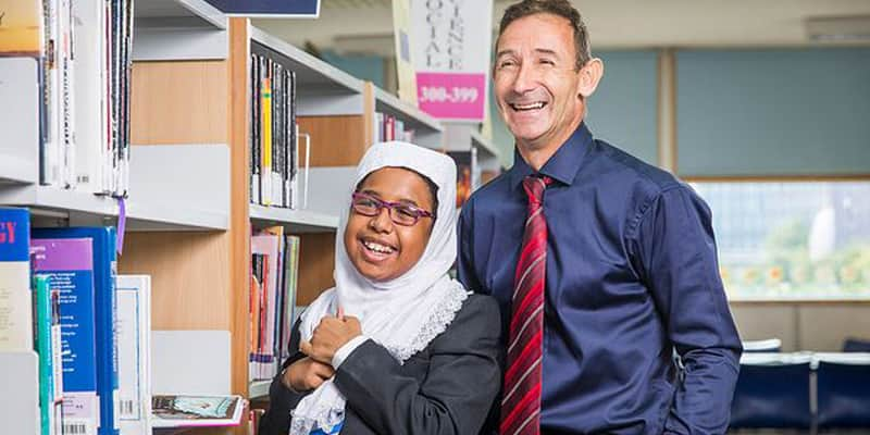 Professor doa rim para salvar vida de aluna em Londres 1