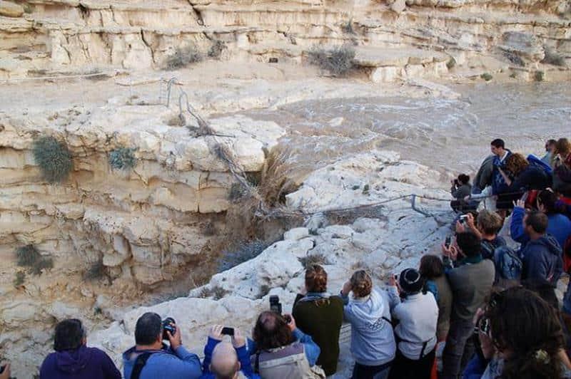 Veja o momento exato de um rio que renasceu no meio do deserto! 2