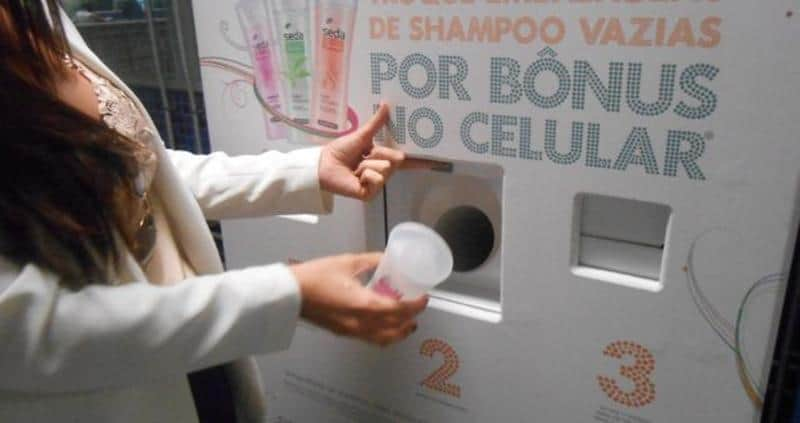 Máquina no metrô de SP permite trocar embalagens de xampu por créditos no celular 2