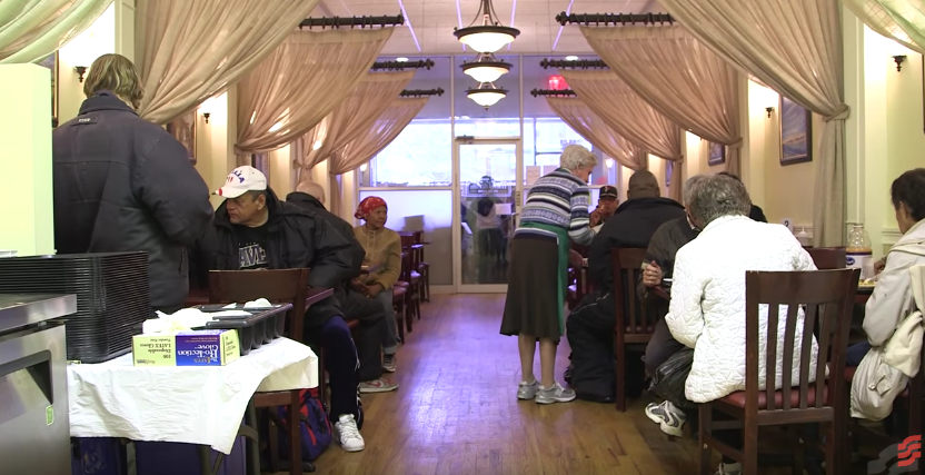 Restaurante em NY serve comida de alta qualidade de graça para quem precisa 3