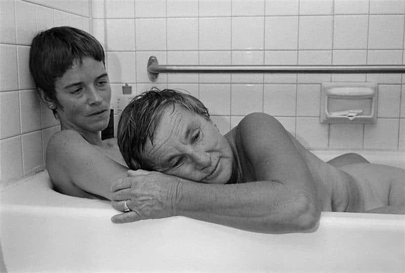 Fotógrafa faz série de casais gays no cotidiano do lar na década de 80 2