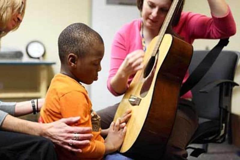 Estudos comprovam que musicoterapia alivia a depressão em crianças e adolescentes 1
