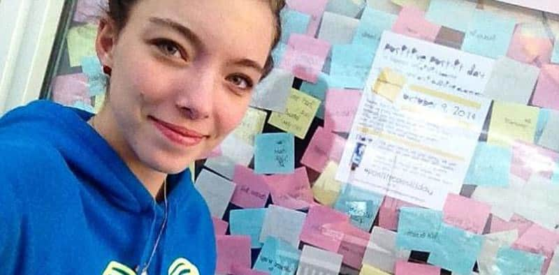 Aluna de colegial responde ao bullying usando post-its e explode em viral do bem