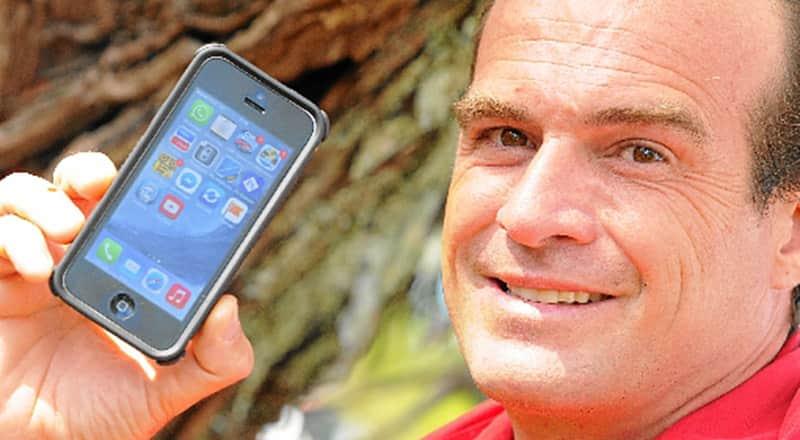 Morador de rua devolve celular a empresário, recusa dinheiro e é contratado 1