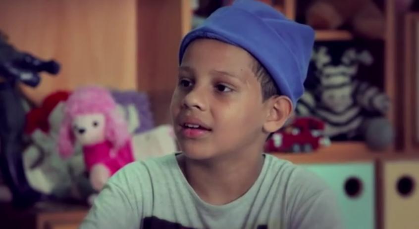 Vídeo emociona ao colocar criança frente a frente com o seu futuro 1
