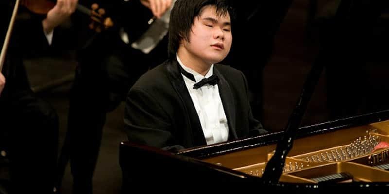 O pianista cego que aprende e toca sinfonias complexas apenas ouvindo-as 2