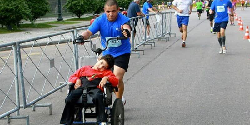 Pai constrói equipamento para levar filho com paralisia cerebral à São Silvestre 1